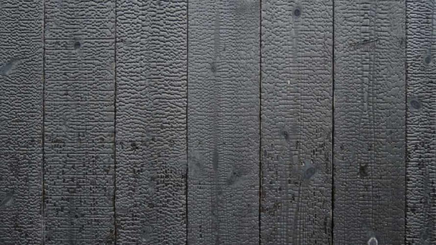 焼杉の家は外壁塗装が必要?メンテナンスフリーは本当か?焼杉用塗料についても解説