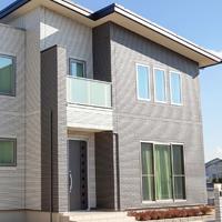 家のデザインーグレー