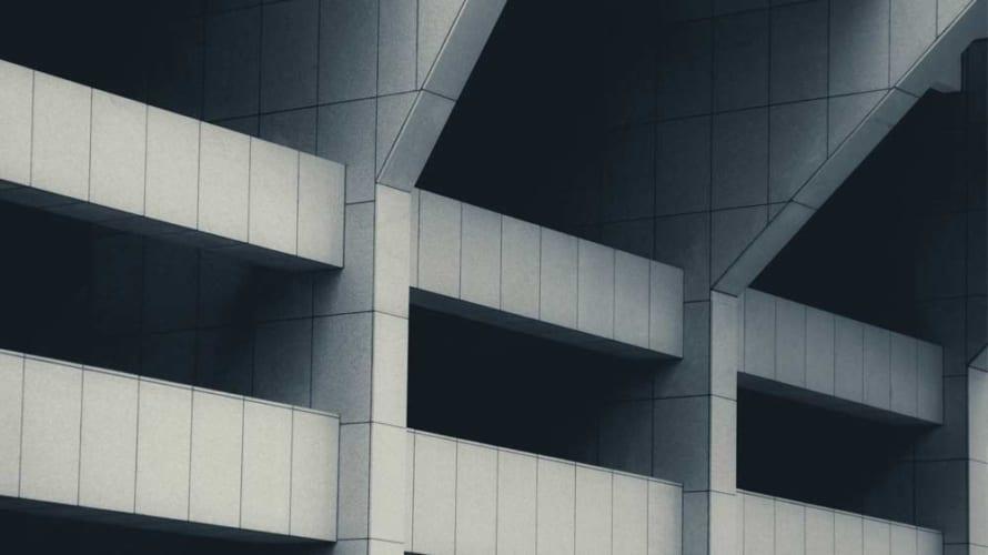 我が家の打ちっぱなしコンクリートは外壁塗装するべきなのか?