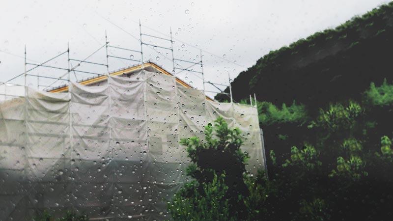 雨は外壁塗装の大敵!降雨時は塗装できないって本当?