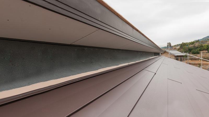 屋根塗装の『縁切り』